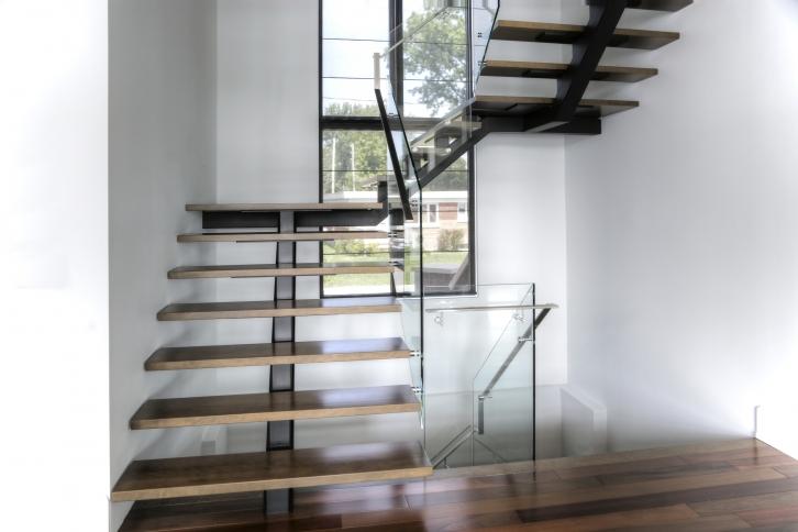 Vertebral collection central stringer stairs battig for Escalier exterieur original
