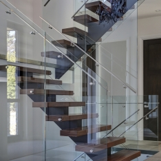 2440-5 - Backbone Staircase