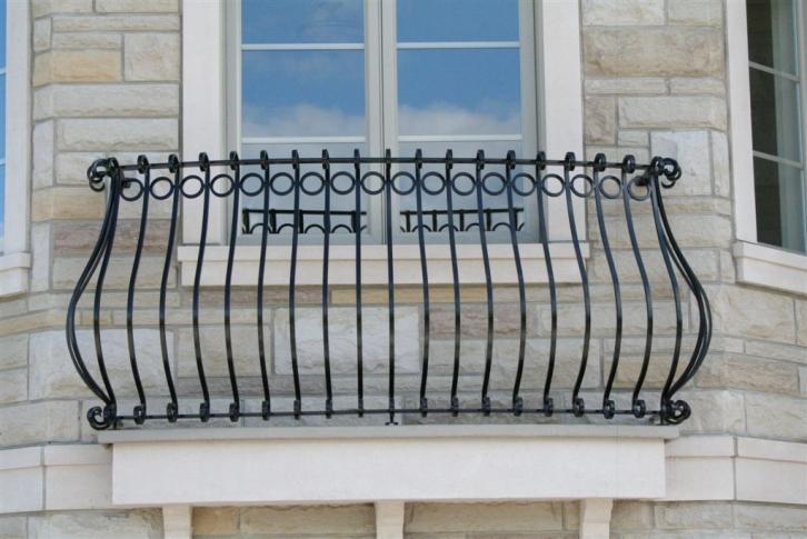 Bomb classique cl tures battig design for Fer forge balcon