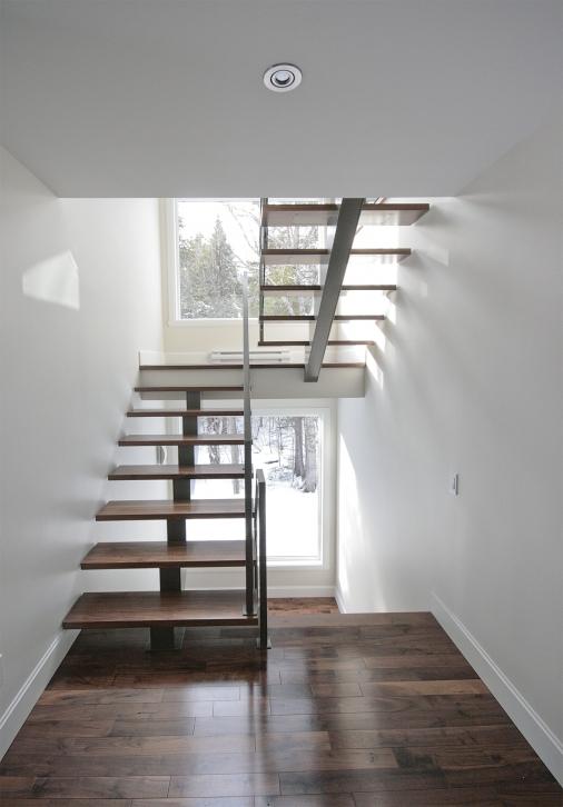 Backbone staircase central stringer stairs battig design - Escalier limon central lapeyre ...