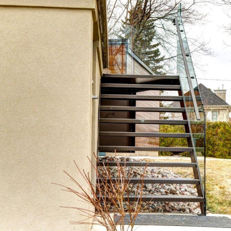 escalier minimaliste vitre garde corps battig design. Black Bedroom Furniture Sets. Home Design Ideas